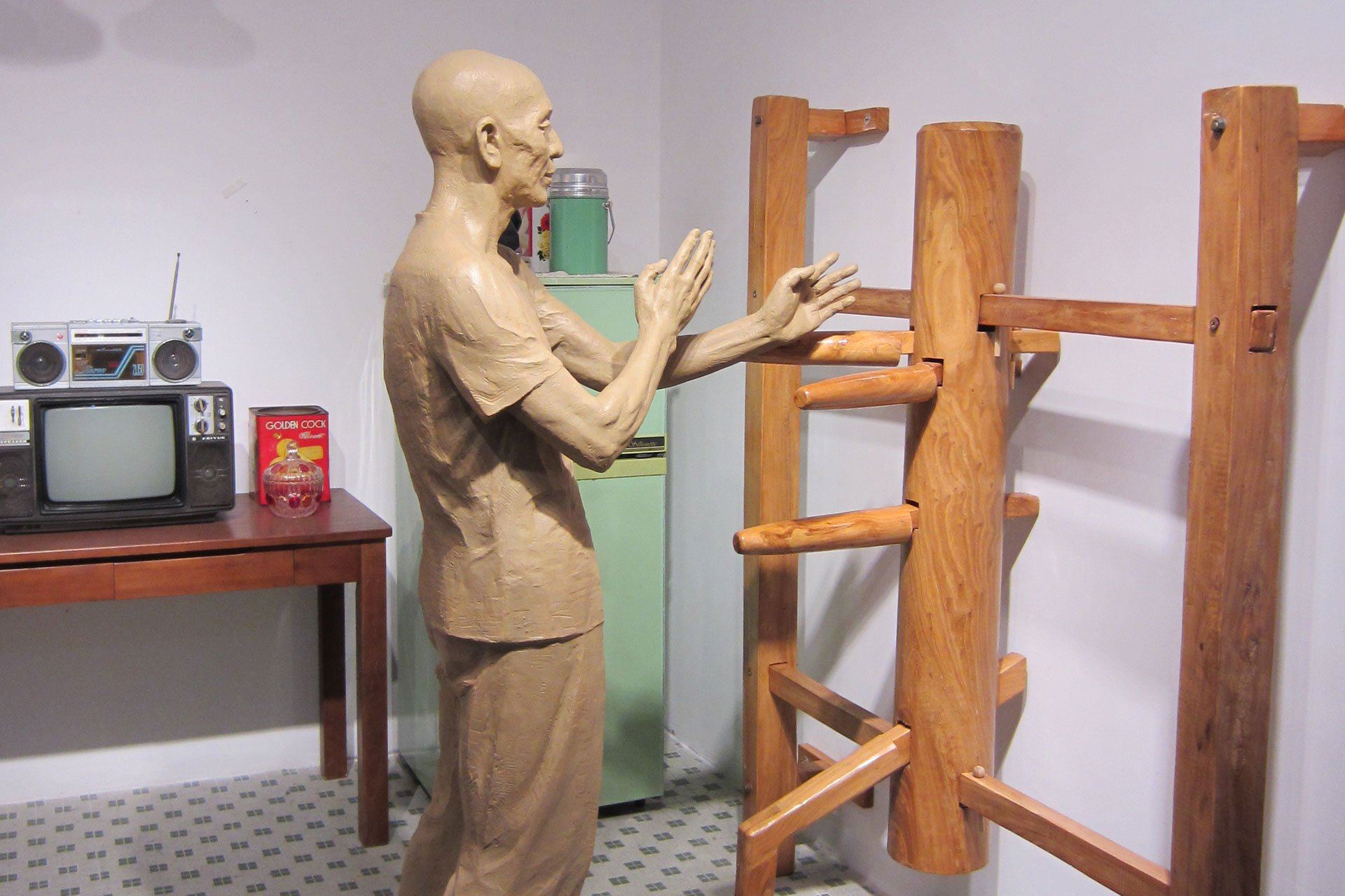 photo statur of Ip Man training Wing Chun Kung Fu